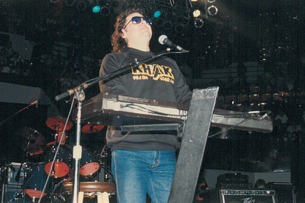 Ronnie Milsap in KHAK sweatshirt at the Free Country Concert 4/26/92